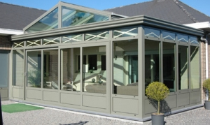 Neem een kijkje op onze website voor meer info over de aluminium veranda's, carports, pergola's, ramen en deuren die B&F Aluwerken plaatst.