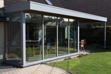 Wens jij ook een veranda op maat bij je thuis? Dan ontdek je hier hoe de verandabouwers van B&F Aluwerken dat realiseren!