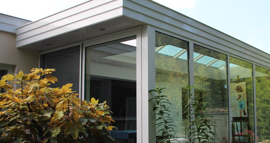 Een moderne pergola terrasoverkapping aan je huis - Veranda modern huis ...